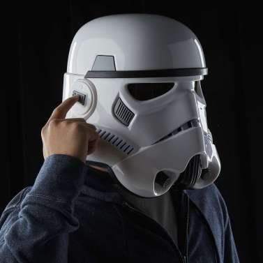 star-wars-the-black-series-imperial-stormtrooper-electronic-voice-changer-helmet-1