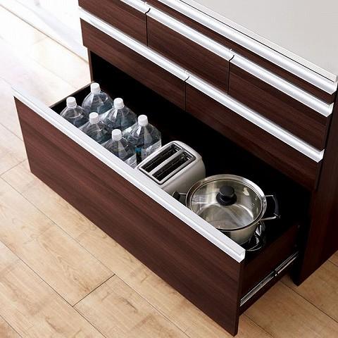 最下段は深めなので、調理器具やペットボトルも収納できます。  (幅100cmの例です。ご案内の商品は、幅60cmになります)
