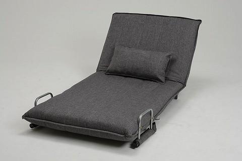 座面を前に倒すと、リラックスできるリクライニング付きのカウチになります。