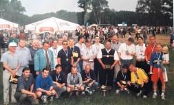 1999. Feta z okazji awansu.