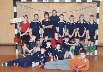 2009. Zespół młodzików z trenerem Markiem Bazylukiem