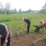 20160521 165900 e1467707424610 - Utworzyliśmy nasz szkolny ogródek warzywny