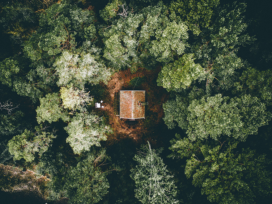 cozy-cabins-in-the-woods-36-575fcf2256aec__880