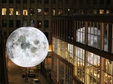 luke-jerram-museum-of-the-moon-moss-and-fog5