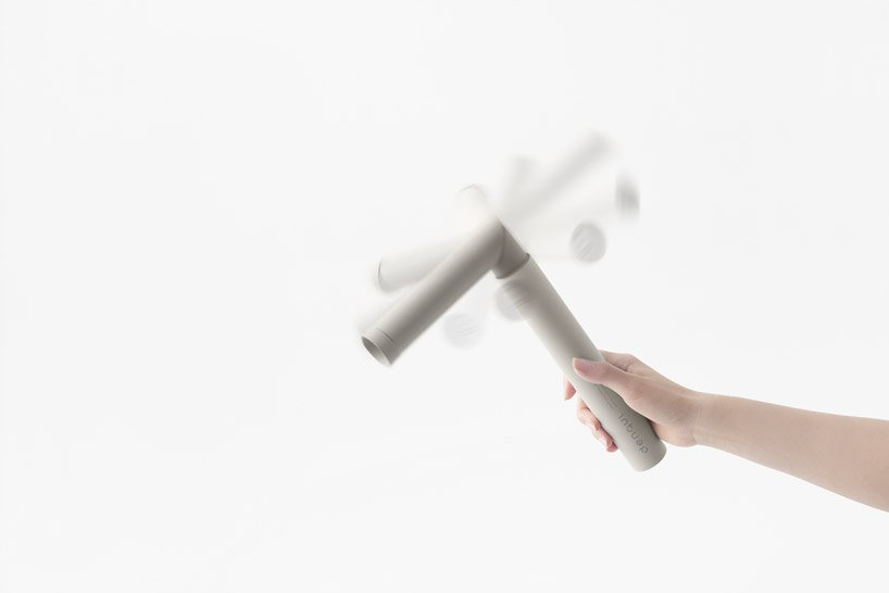 nendo-mobile-battery-charged-hand-3