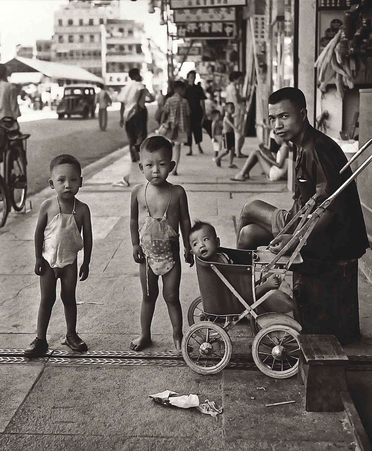 Fan-Ho-Waiting-for-Mom媽媽終會回來-Hong-Kong-1950s-and-60s-courtesy-of-Blue-Lotus-Gallery