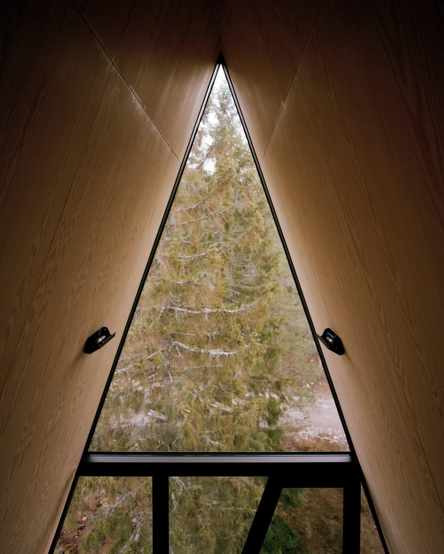 pan-treetop-cabins-espen-surnevik-woodland-architecture-norway-_dezeen_2364_col_4