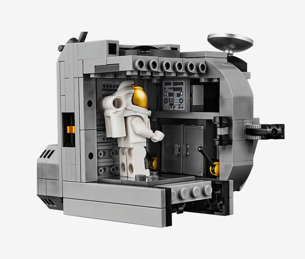 Apollo11LEGO_11