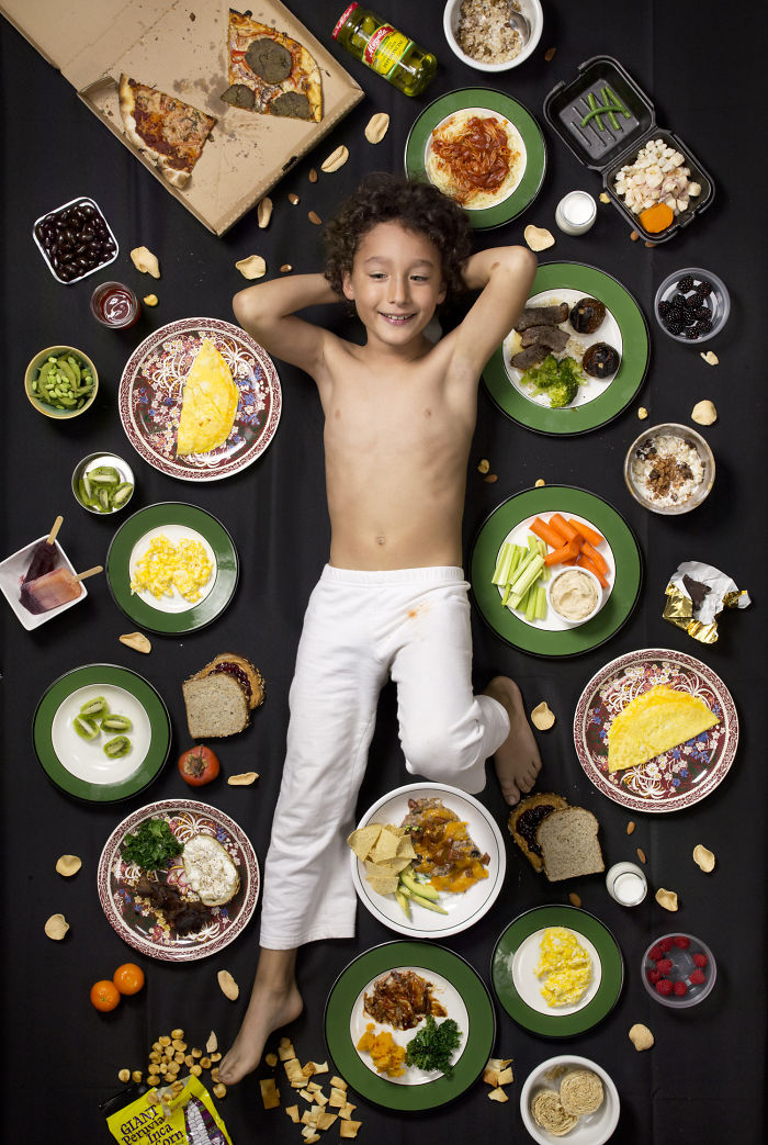 kids-surrounded-weekly-diet-photos-daily-bread-gregg-segal-18-5d11c0ffd5f9e__700