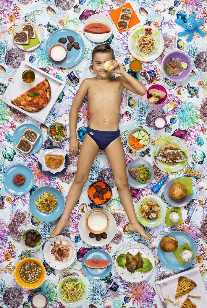 kids-surrounded-weekly-diet-photos-daily-bread-gregg-segal-8-5d11c0df7f1ba__700