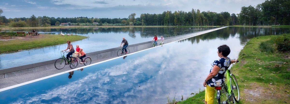 burolandschap-cycle-through-water-cover