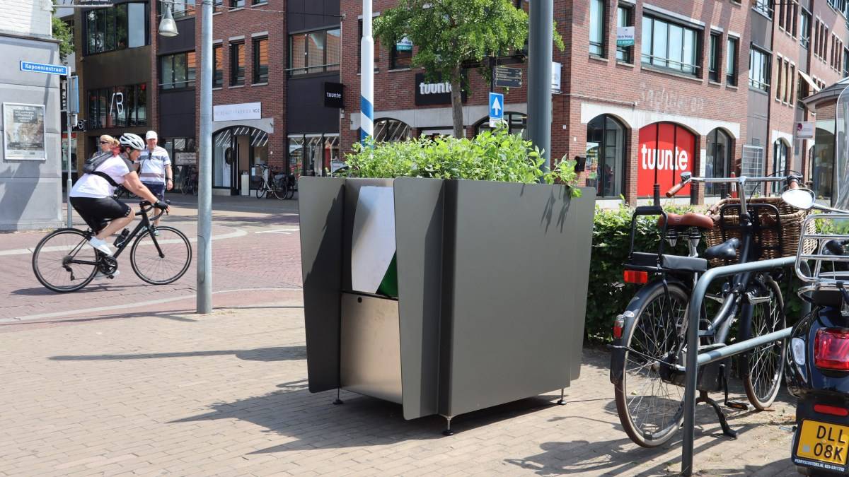 greenpee-sustainable-urinal-planters-amsterdam_moss_and_fog_1