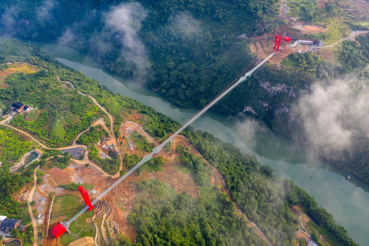 worlds-longest-glass-bridge-moss-and-fog-2
