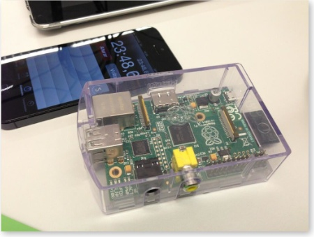 Raspberry pi comparat amb un iPhone 5