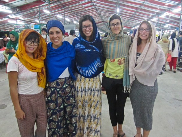 volunteering at a guesthouse in Malacca, Malaysia. Free dinner at the Sikh Gurdwara with the guests