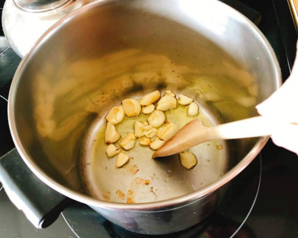 warming garlic in olive oil