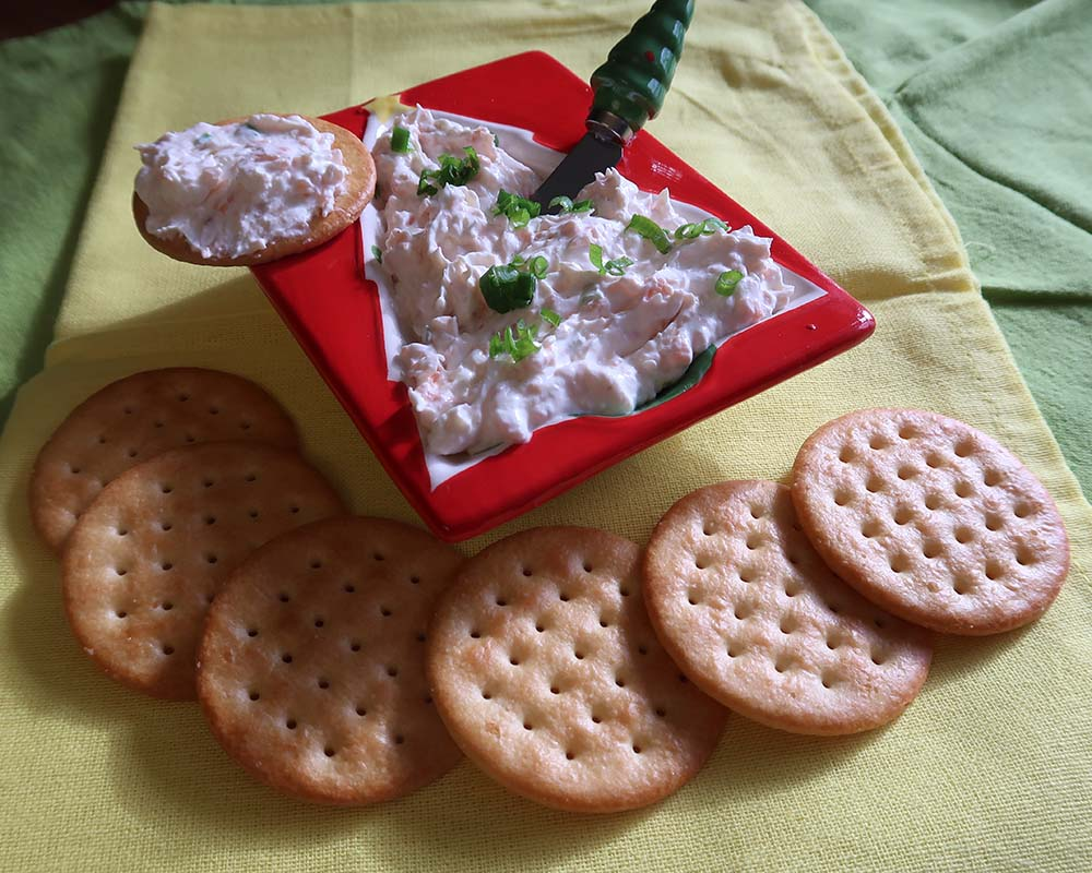 smoked salmon dip with crackers