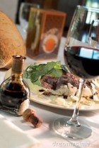 steak-dinner-glass-wine-13806878