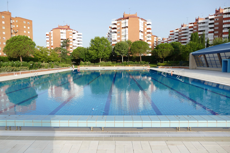 Las piscinas municipales de verano abren este lunes con limitación de aforo