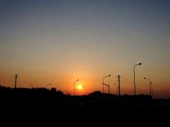 Policoro. Il sorgere del sole tra i lampioni dell'antica Heraklea