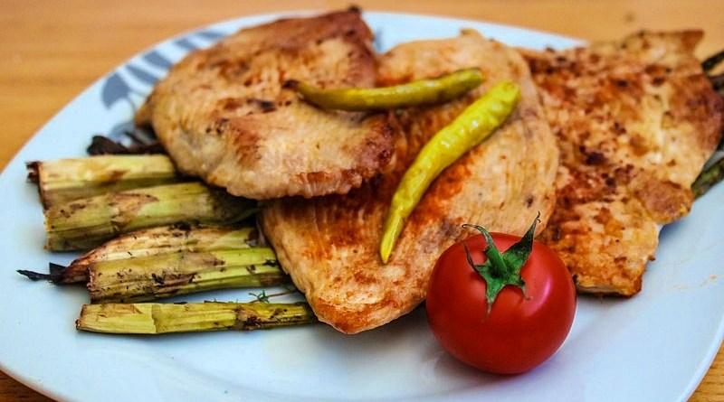 El pollo es uno de los alimentos que ayuda a superar el estrés