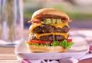 Para estos días en casa, nada mejor que disfrutar de una hamburguesa. Y claro, si el 28 de mayo se celebra en todo el mundo esta preparación que muchos aman
