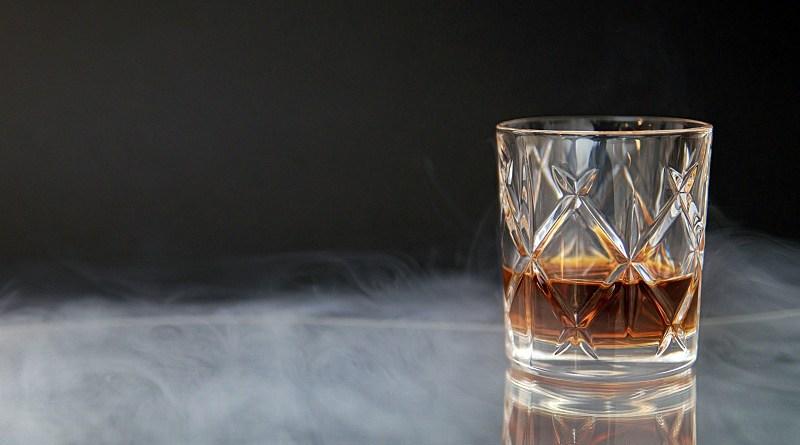 En nuestro país el whisky es el segundo destilado más consumido y sus seguidores cada vez se hacen más conocedores de esta categoría. Hoy representa 2/3 del mercado del pisco y se ha convertido en un trago que se disfruta en compañía de familia y amigos.