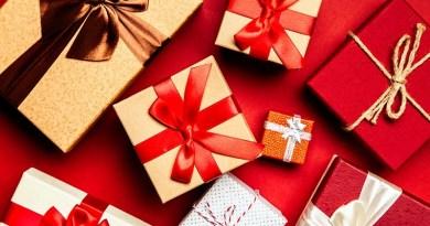 La llegada de la Navidad es tiempo de recogimiento y compartir en familia, pero también se asocia a celebrar comiendo rico. Precisamente pensando en aquellos que quieren regalar o regalonearse con algunos productos gourmet para esta ocasión, MyD preparó esta guía de temporada.