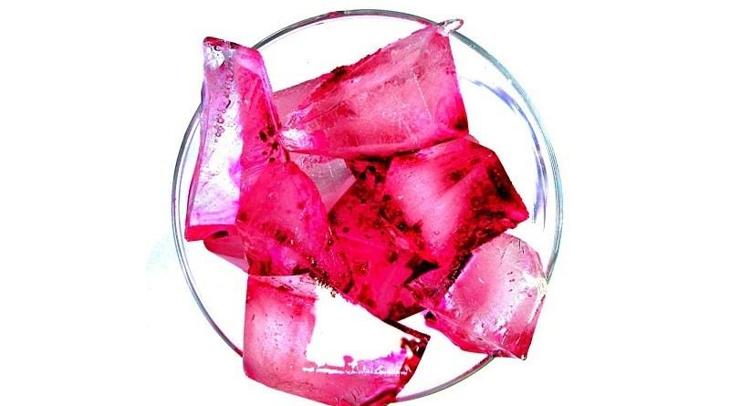 Martini y Bombay Sapphire se han unido para pintar de color rojo las tardes de verano con cócteles frescos, livianos, naturales y deliciosos.