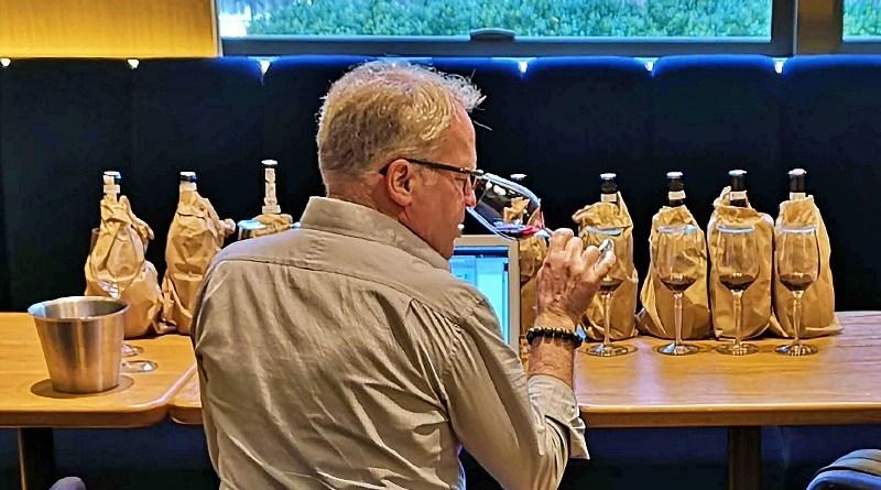 Cada fin de año, el crítico estadounidense James Suckling ofrece una lista de los mejores vinos de diversos países, incluyendo los de Chile.