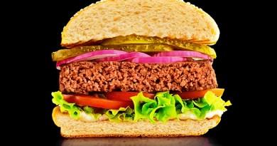 Con el nombre de Awesome Burger, la multinacional Nestlé acaba de lanzar en Chile su nueva hamburguesa totalmente hecha de vegetales.