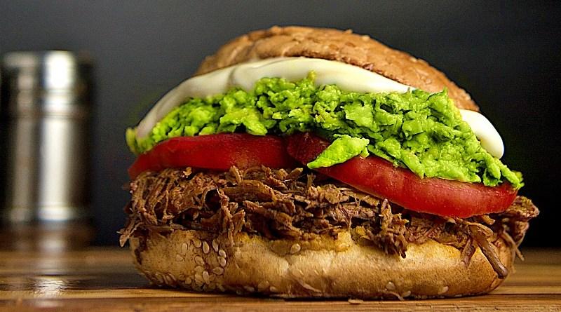 Por sexto año consecutivo, este finde se conmemorará en el país una de las preparaciones favoritas de los chilenos: la día de la carne mechada