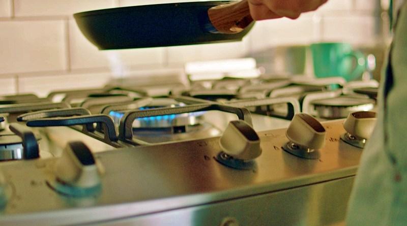 Electrodomésticos que simplifiquen la vida en todos los sentidos, sobre todo durante la pandemia, es el espíritu tras la nueva cocina con triple llama de Midea.