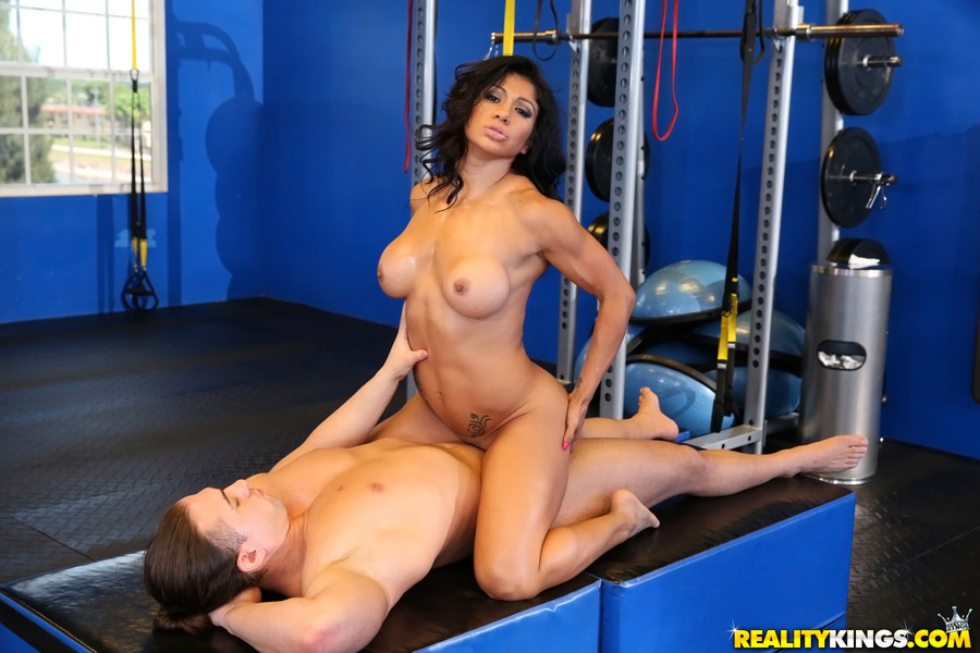 Black Fitness Woman Sex In The Gym