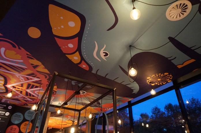 flower-burger-rotterdam-ceiling