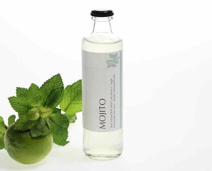 Mojito > mōt Bottled Cocktail mit frisch infusionierter Minze