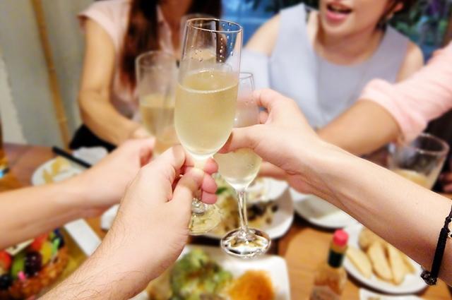 絶好のチャンス!?合コンや飲み会で男性との仲を深めるテクニック