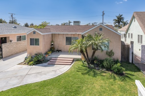 2042 South Broadway, Santa Ana, CA 92707 | 2 BED 1 BATH CENTRAL AC 1,118 SQ FT