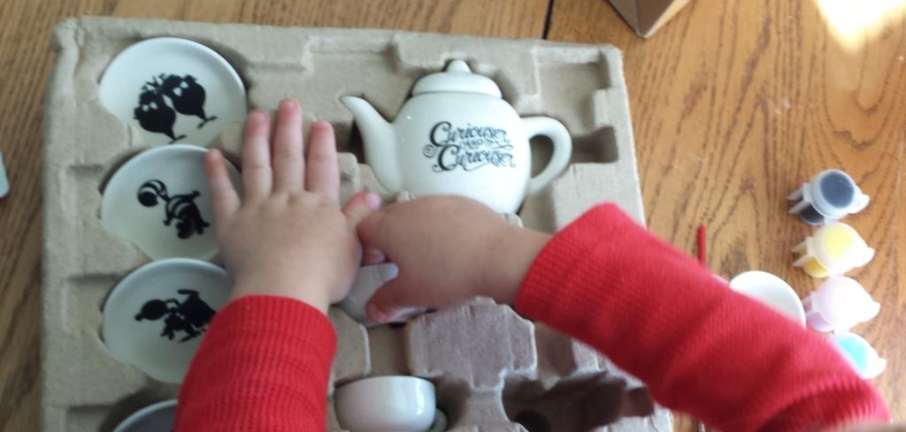 disney-seedling-alice-tea-set