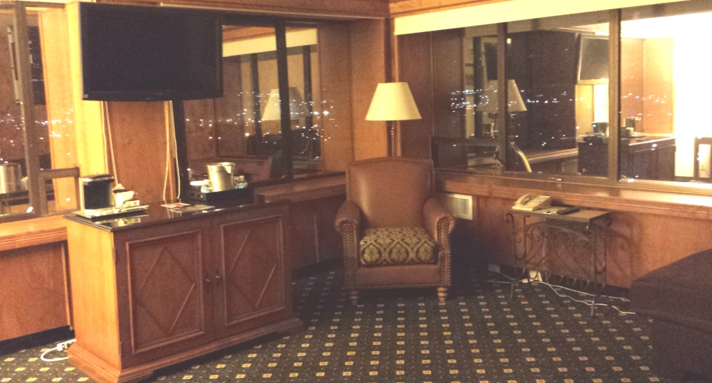 antlers-hotel-executive-king-suite-sitting-room