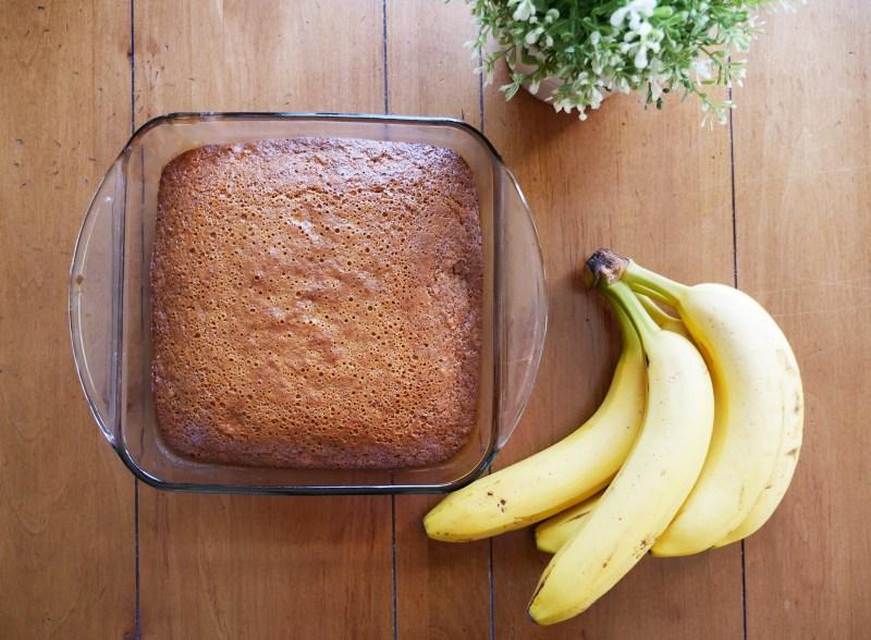 flatly of fresh banana bread and bananas
