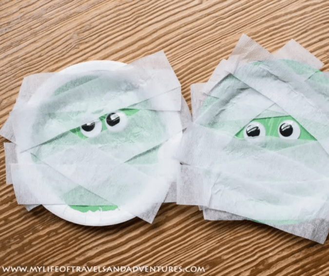 Paper Plate Mummy - Halloween Crafts for Toddlers