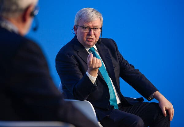 Kevin Rudd, aformer prime minister, launched the petition Friday calling for the establishment of a Royal Commission to look into Mr. Murdoch's dominance of Australia's media.