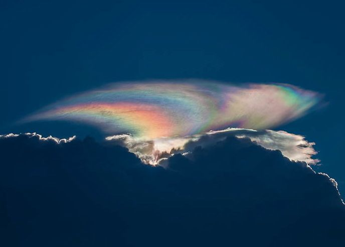 Cloud iridescence captured by George Quiroga via Wikimedia Commons.