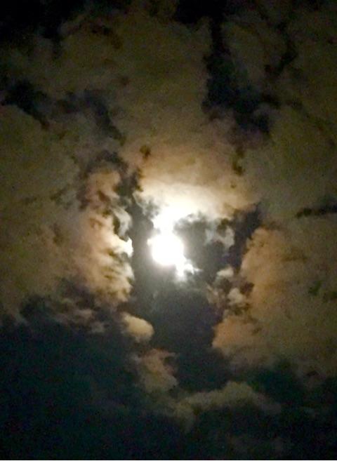 o0480065714042314203 1 - 中秋の名月は満月ではない!?~月のリズムで女性性を開花して幸せを叶える方法☆~