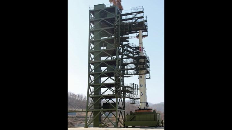 Rakete des Typs Hwasong-14 auf der Abschussrampe.