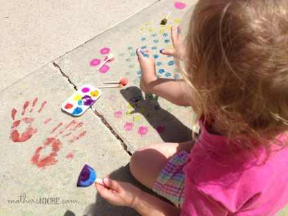 100's of Fun arts and crafts activities for kids