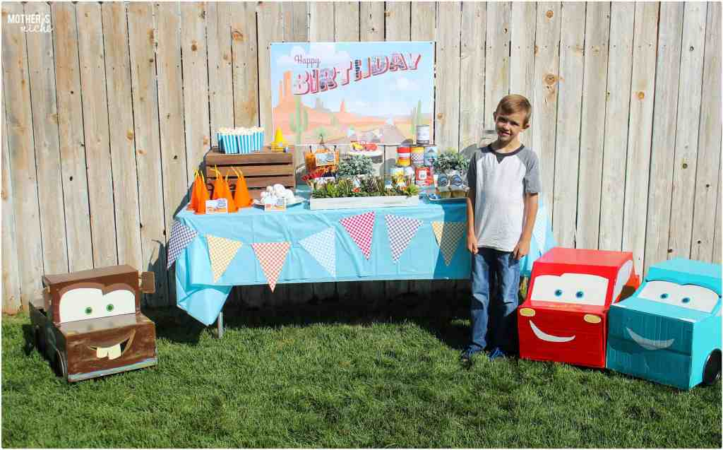 Lightning McQueen Cars Party is perfect for your little boy.