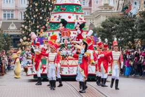 Disneyland at Christmas: 10 Extra Magical Things About the Holidays at Disneyland