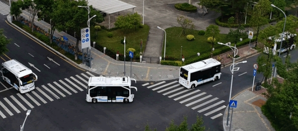 Dark Horses In The Autonomous Vehicles Race China Haylion AMI Baidu Apollo urban mobility public transport shuttle bus